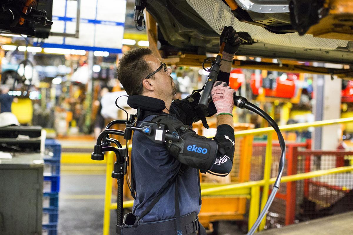 Ford тестируют экзоскелет EksoVest