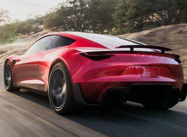 Годовые продажи Tesla превысили 100 тысяч авто