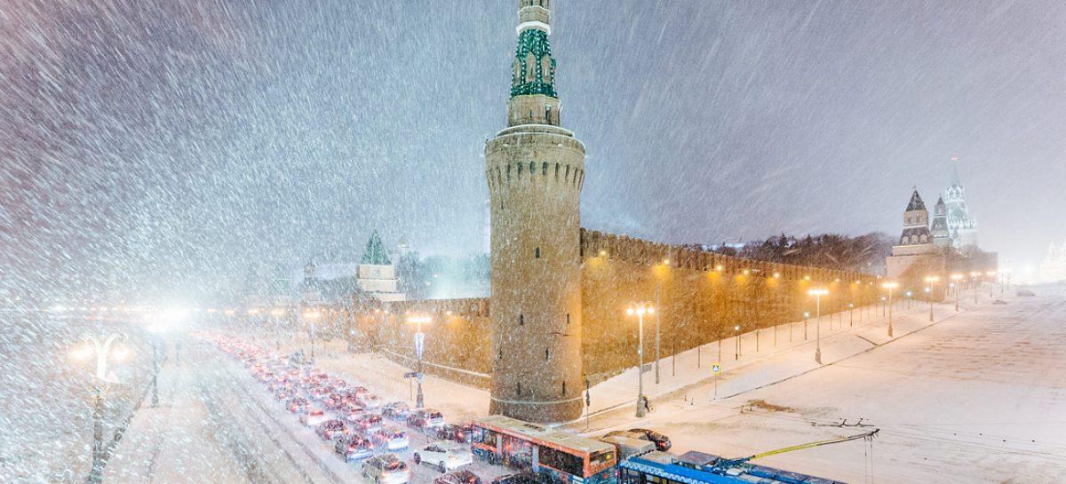 Мощный снегопад накроет центральную Россию