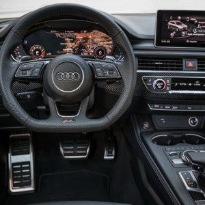 Audi опубликовал фото «заряженного» универсала RS4 Avant.