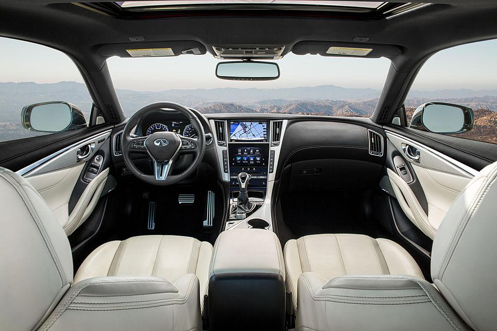Infiniti добавил купе Q60 докатку в багажник