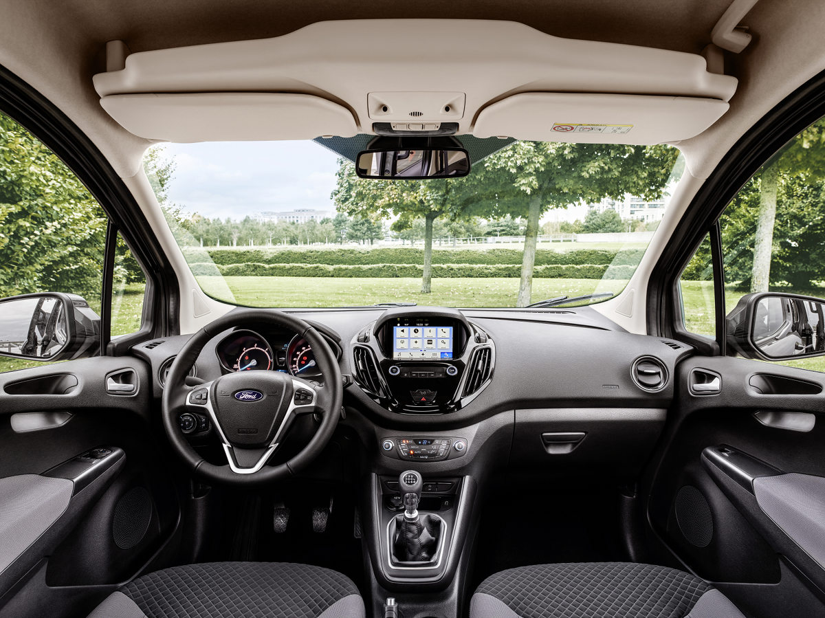 2017 Ford Courier_interior