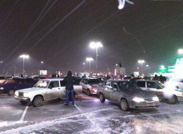 """Новогоднюю """"снежинку"""" сделали из 130 автомобилей"""
