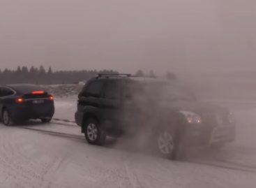 Tesla Model X против Toyota Land Cruiser