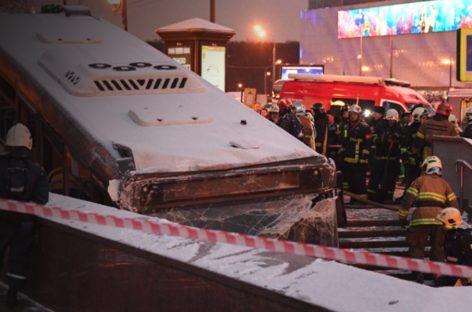 Водитель въехавшего в людей на Славянском бульваре автобуса госпитализирован