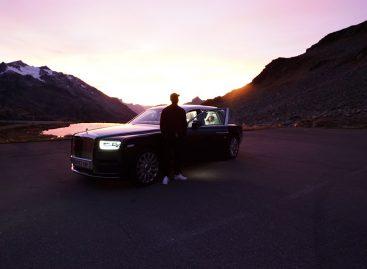 На заднем сиденье нового Rolls-Royce
