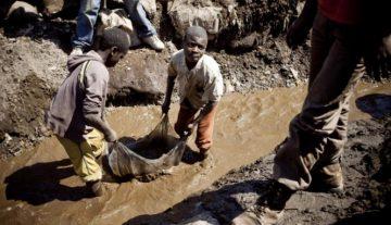 Как смартфоны и электрокары связаны с детским трудом в Конго