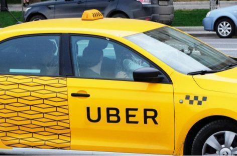 Пассажиру пришлось сесть за руль такси из-за пьяного водителя
