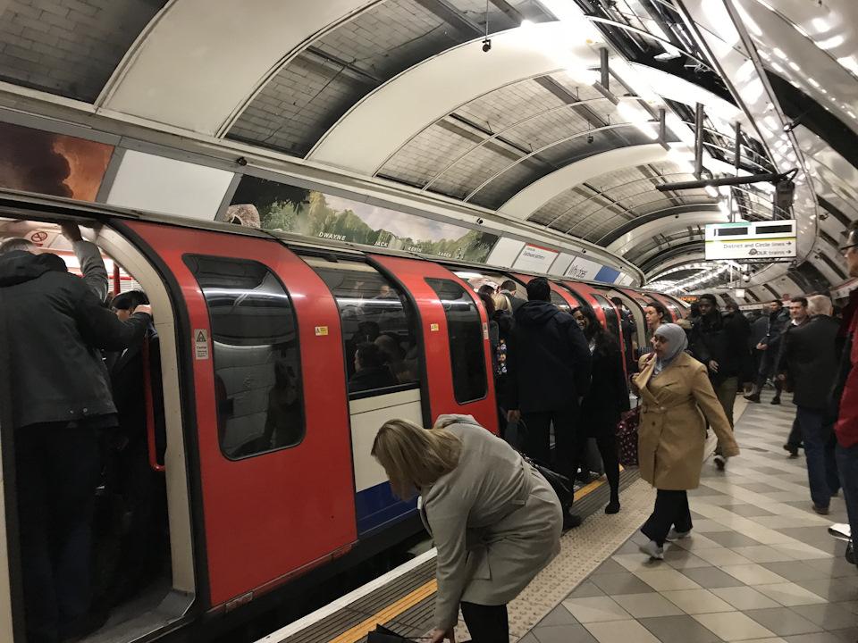 поезд метро в Лондоне
