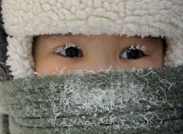 Кондуктор в Тюмени высадила школьницу из автобуса на 20-градусный мороз