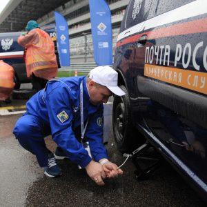 Водителей в Почте России больше, чем керлингистов в России
