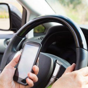 ЦОДД обнародовал условие штрафа за использование телефона за рулём