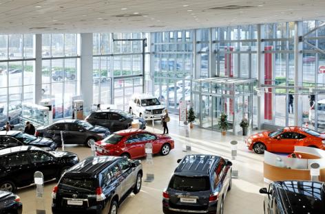 «Берите из наличия, цены еще повысят» – автодилеры пожаловались на дефицит