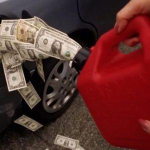 50 млрд рублей потеряли российские нефтяные компании из-за заморозки цен на топливо
