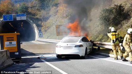 Горящая Tesla Model S
