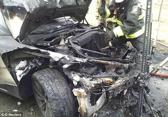 Сгоревшая Tesla Model S