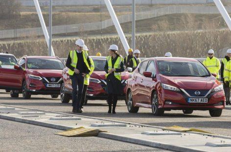 Королевская семья проехалась на новом Nissan Leaf