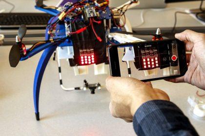 Ford разработал световой аналог автомобильных номеров для дронов.