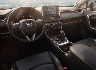 Toyota RAV4 2018: обзор шире, проходимость лучше