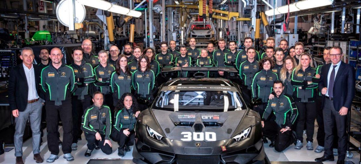 С конвейера сошел трёхсотый суперкар Lamborghini Huracan