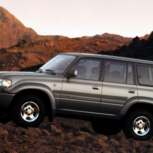 Новые Toyota Land Cruiser 70 и FJ Cruiser продает «Toyota»