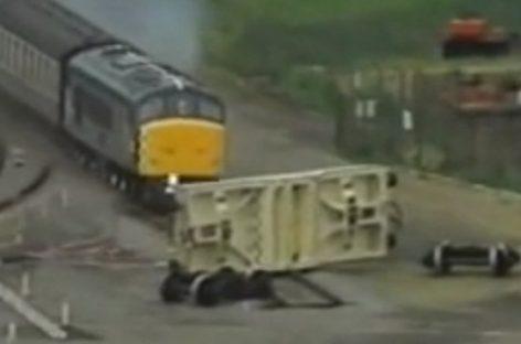В США поезд протаранил контейнер с ядерными отходами