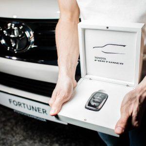 Победил и новенькую Toyota Fortuner получил!