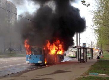 В Москве дотла сгорел троллейбус