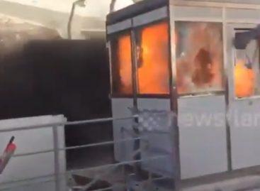 Албанцы спалили первую платную дорогу