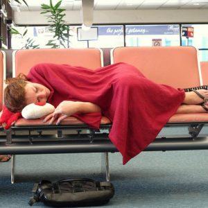 Новые правила в аэропортах: не лежать и не переодеваться