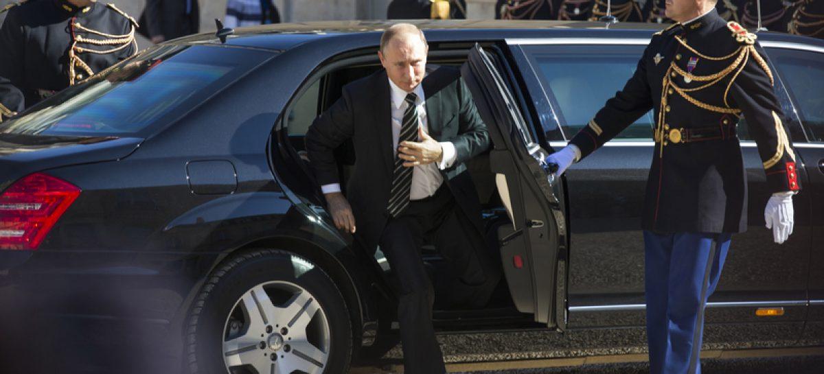 В ФСО объяснили загадку номеров на лимузине Путина