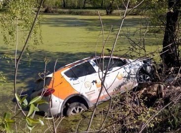 Каршеринг тонет в Бутово. Авто обнаружили в пруду