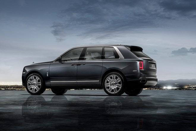 Rolls-Royce Cullinan: вид сбоку