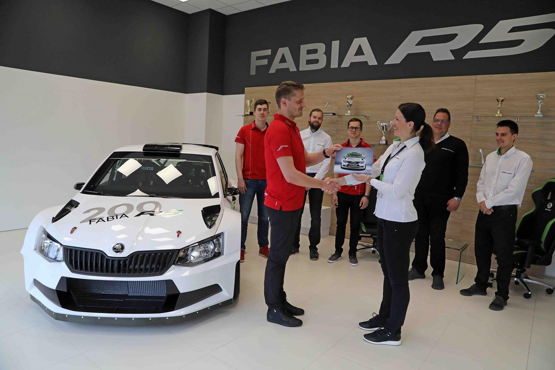Раллийная SKODA FABIA R5 - клиентам по всему миру передано 200 экземпляров модели, гоночные команды SKODA продолжают успешное выступление в ралли (1)