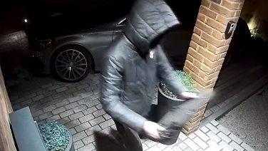 В Великобритании угнали Mercedes-Benz менее чем за минуту (ВИДЕО)