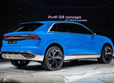 Audi показала тизер люксового кроссовера Q8