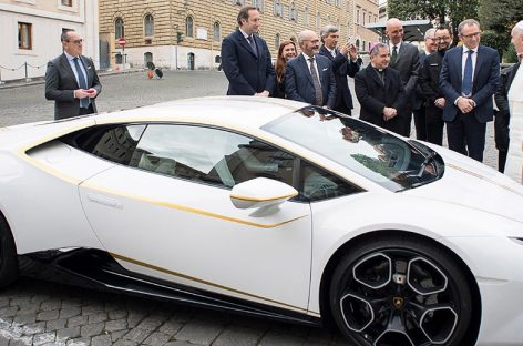 Суперкар Lamborghini Huracan папы Франциска продали за 715 тысяч евро