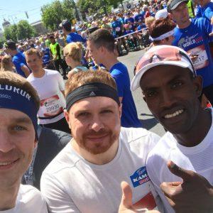 Участники команды «КАМАЗ-мастер» на всемирном забеге в Вене