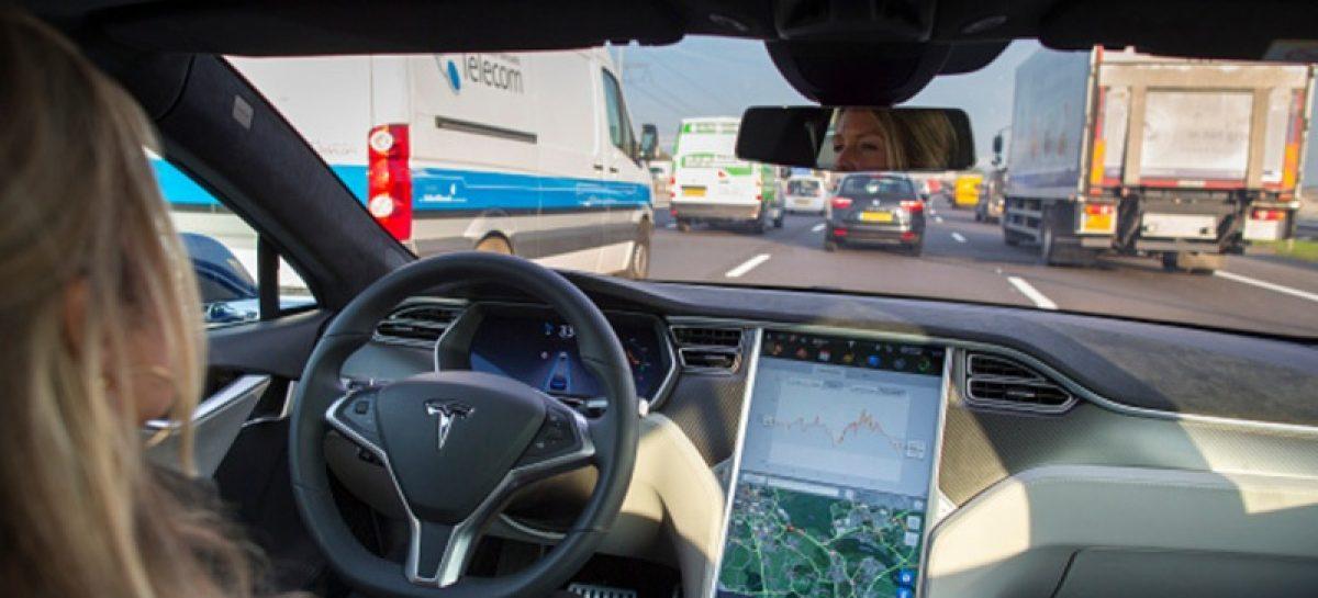 Власти США просят Tesla переименовать свой автопилот