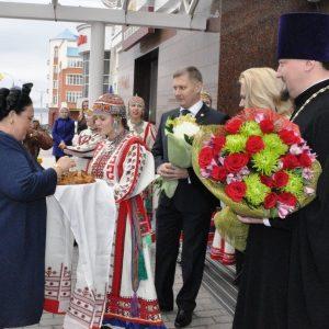 Княгиня Романова проехала по Крымскому мосту на автомобиле Lada