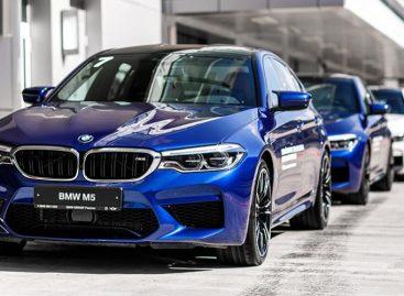 Mercedes и BMW повысят цены на автомобили в России