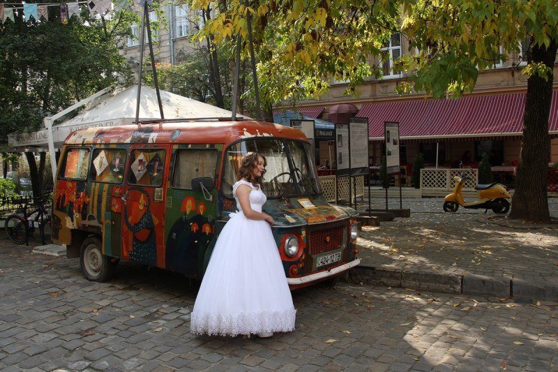 Невеста с кортежем
