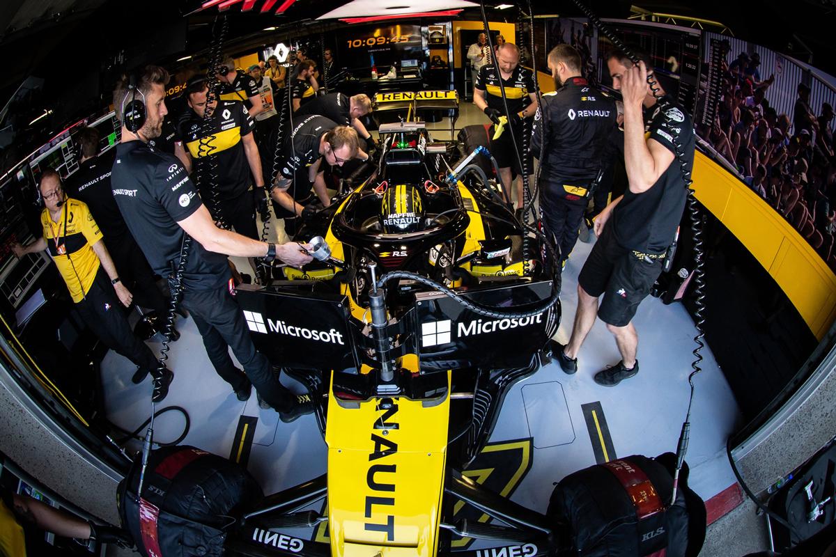 Техники Renault меняют турбину за час до старта