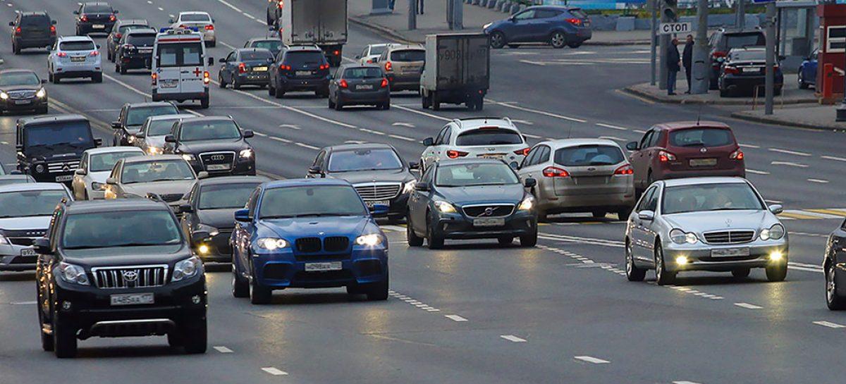 В Москве запретили поездки на машине вдвоем