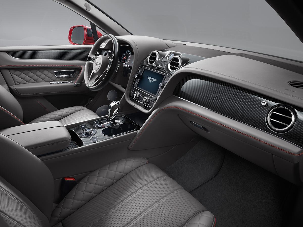 Интерьер модели выполнен в уникальном стиле Bentley