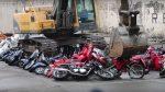В Филиппинах уничтожают мотоциклы (видео)