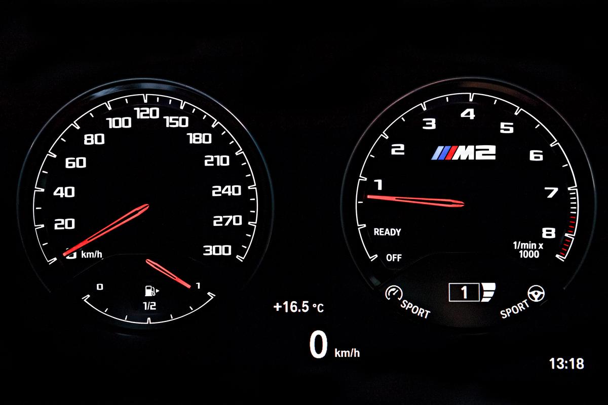 Новая приборная панель для новой BMW