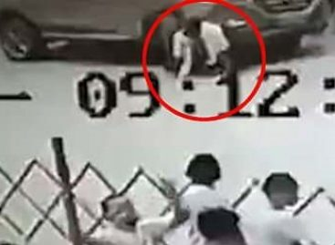 Спасти за 20 секунд: шесть женщин подняли внедорожник ради мужчины