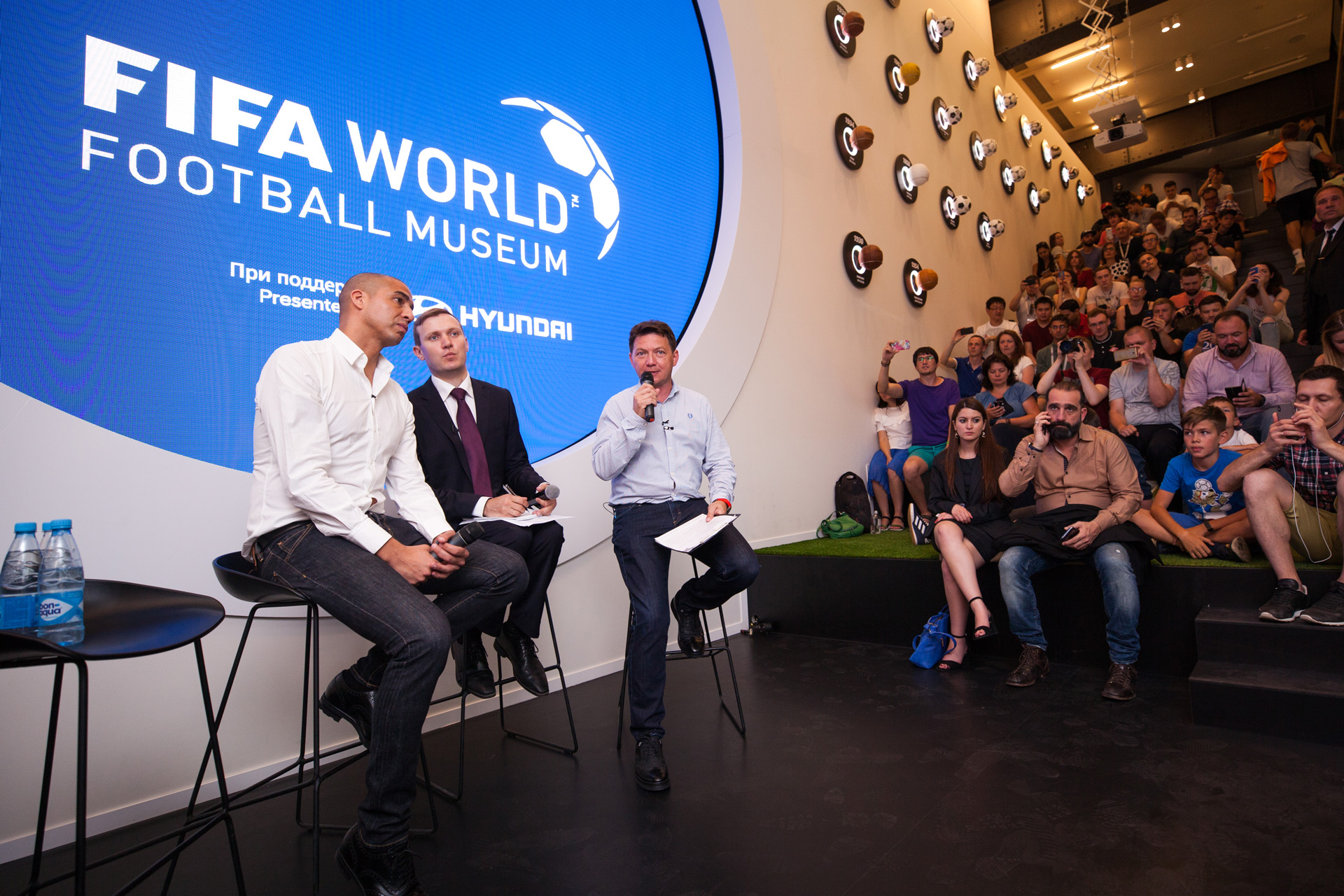 Ток-шоу со звездами футбола в Hyundai MotorStudio