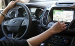 Две трети россиян, опрошенных Ford, регулярно поют за рулем